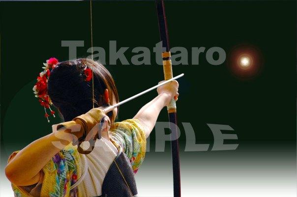 京都の三十三間堂で、1月中旬に開催される「通し矢」。全国から弓道の心得のある二十歳の若者が集まり、華やかです。 的は、未来という大きな希望です。