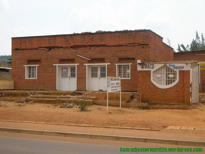 Tak wygląda obecnie kilkadziesiąt domów przy głównej drodze Nyamata
