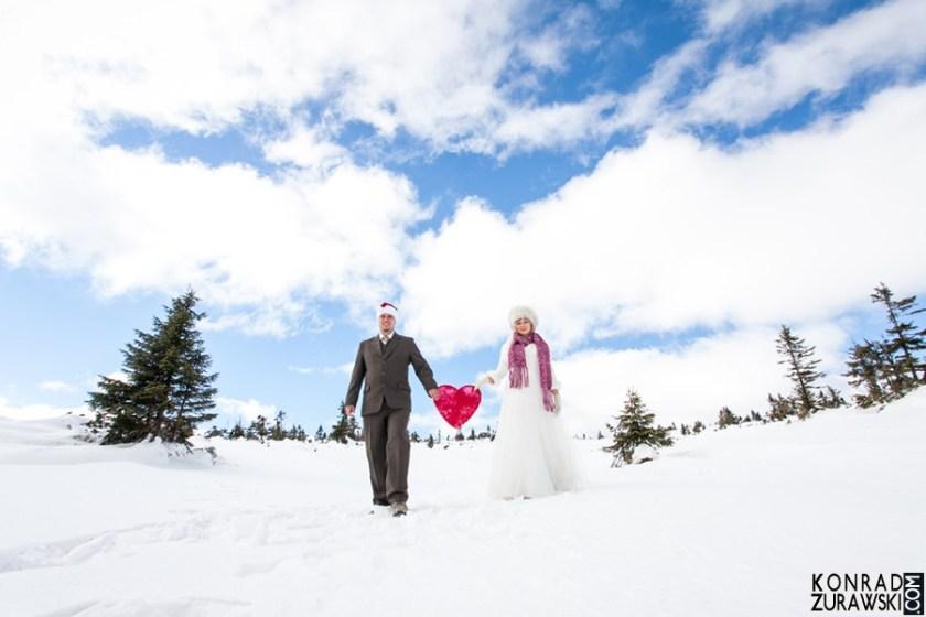 Pod błękitnym niebem wśród białego śniegu... - ślubna sesja w górach | Konrad Żurawski