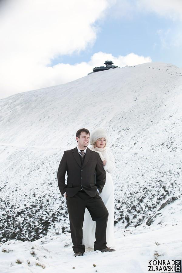 Zimowa sesja na Śnieżce - jak ją zorganizować? Odpowiedź zna fotograf Konrad Żurawski