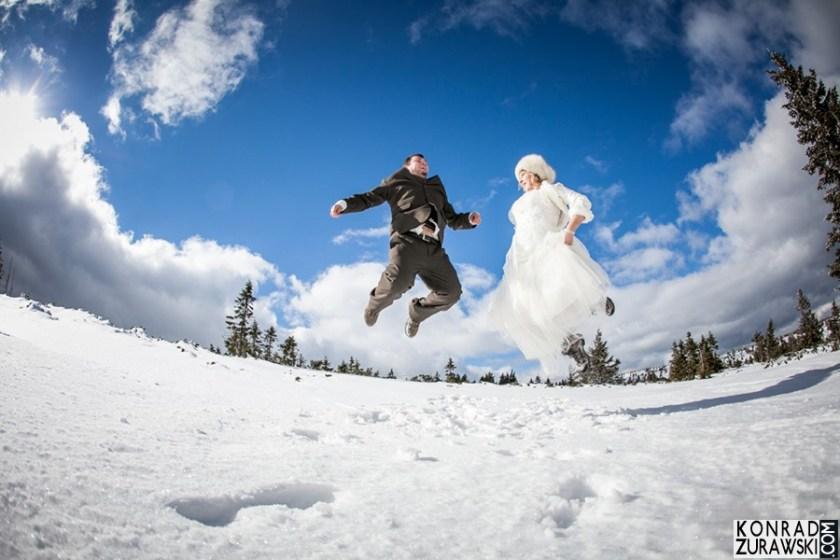 Zabawy na śniegu - kto z nas ich nie pamięta? Oto efekt ślubnej sesji w górach | Konrad Żurawski