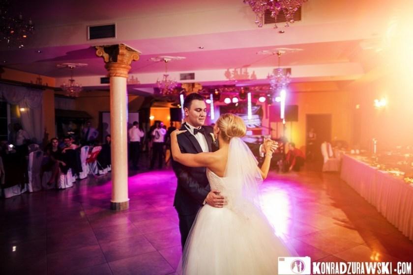 Adrianna i Grzesiek podczas swojego pierwszego tańca - fotograf ślubny Jelenia Góra | Konrad Żurawski