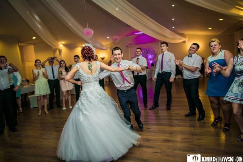 Tańce do białego rana, czyli tak jak powinno być na prawdziwym, polskim weselu | Konrad Żurawski