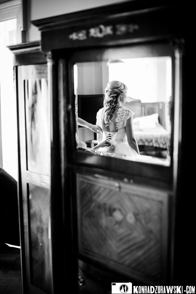 Sesja ślubna, którą zaczynam od fotografowania przygotowań   Konrad Żurawski
