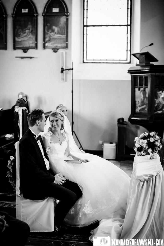 Nie mogło zabraknąć czarno-białych zdjęć podczas całej ślubnej sesji zdjęciowej   Konrad Żurawski