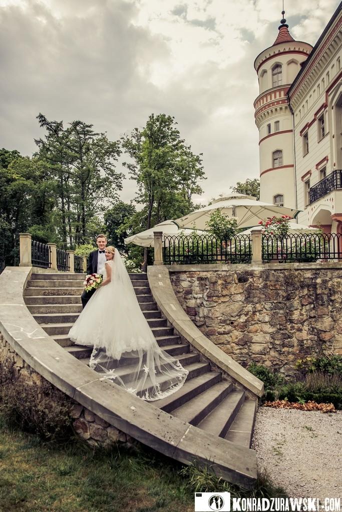 Ślubna sesja zdjęciowa w otoczniu Pałacu Wojanów to wyjątkowe miejsce na zdjęcia   Konrad Żurawski