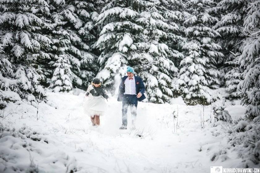 Fotografia ślubna może być także wykonywana w takich zimowych okolicznościach przyrody   Fotograf Konrad Żurawski