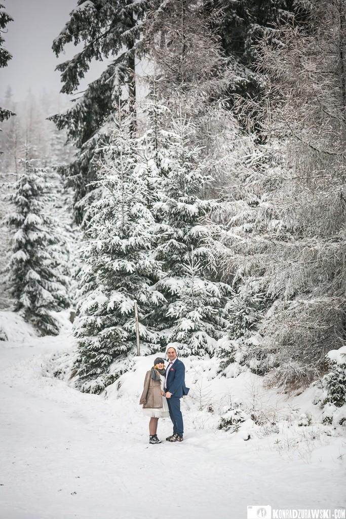 Mimo że śniegu w górach malutko to w specjalnych miejscach udało się zrobić takie zimowe zdjęcia ślubne   Konrad Żurawski