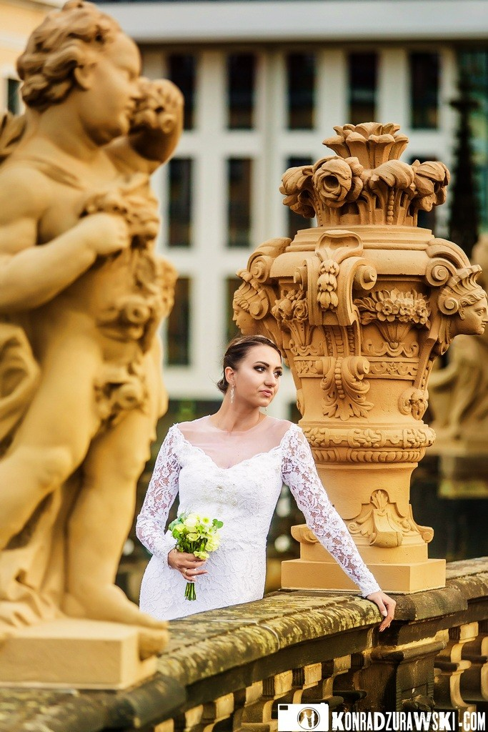 Agata podczas sesji ślubnej w Dreźnie. Fotografia ślubna według Konrada Żurawskiego