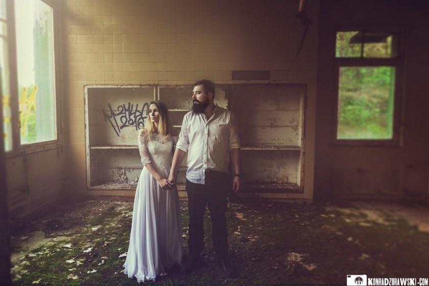 Zmęczeni, ale szczęśliwi - Jowita i Marcina podczas swojej sesji ślubnej. Fotografia ślubna Legnica | Konrad Żurawski