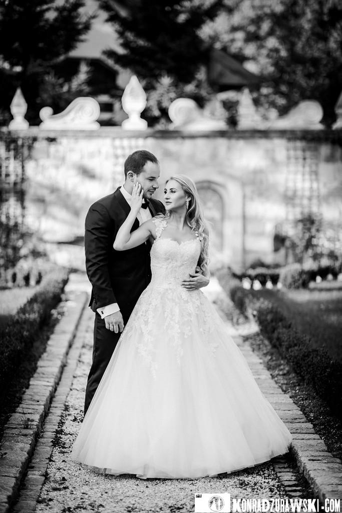 Czarno-białe zdjęcia są wyjątkowo pamiątką z każdego ślubnego pleneru | Konrad Żurawski