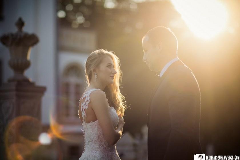 Magda i Marcin w promieniach zachodzącego słońca | Fotograf ślubny Konrad Żurawski