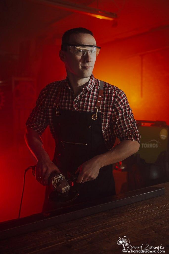 Bartosz w czasie swoich zawodowych obowiązków - sesje biznesowe Jelenia Góra | Konrad Żurawski