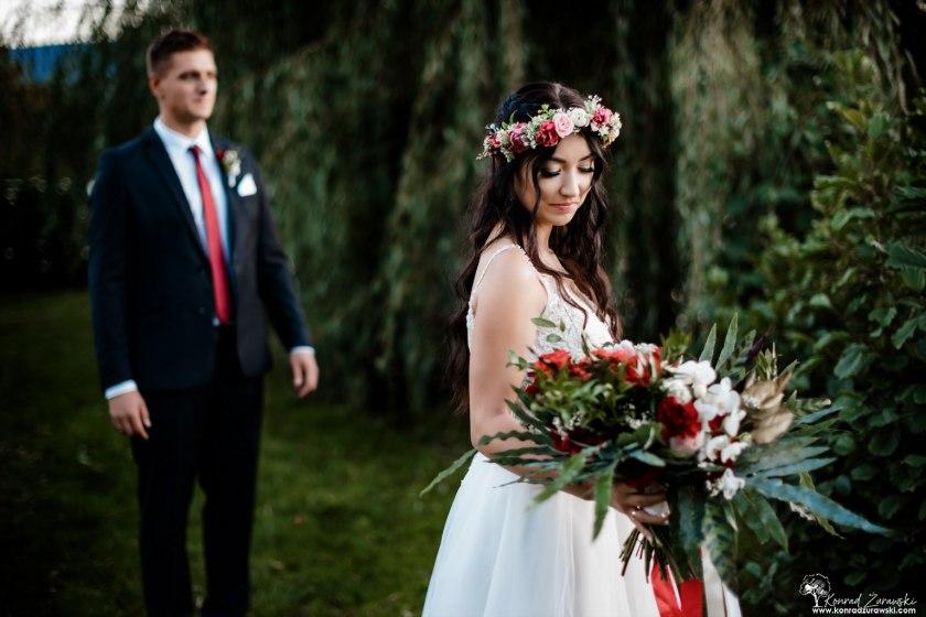 Piękne kwiatowe dodatki od Decoraciarni - fotografia ślubna Jelenia Góra