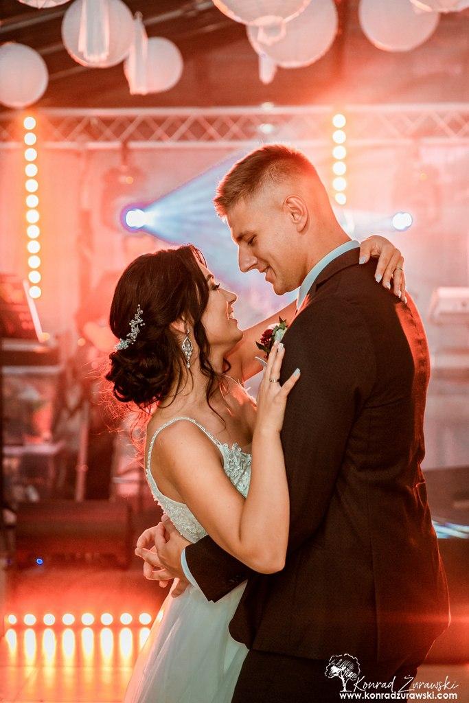 Dominika i Emil podczas swojego pierwszego tańca - fotografia ślubna Jelenia Góra