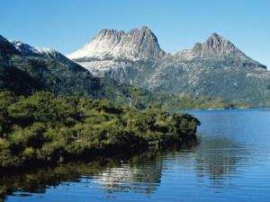 Dove-Lake-at-Cradle-Mountain-Tasmania-Australia