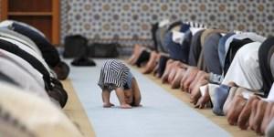Pengurus Masjid Melarang Para Orang Tua Membawa Anak Kecil Ke Masjid