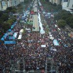 Cientos de miles de personas le dijeron #NoAlFMI en este #DíaDeLaIndependencia, bajo el lema #LaPatriaNoSeRinde