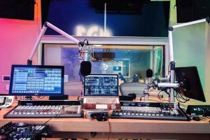 Kontraktor-Peredam-Suara-Ruangan-radio