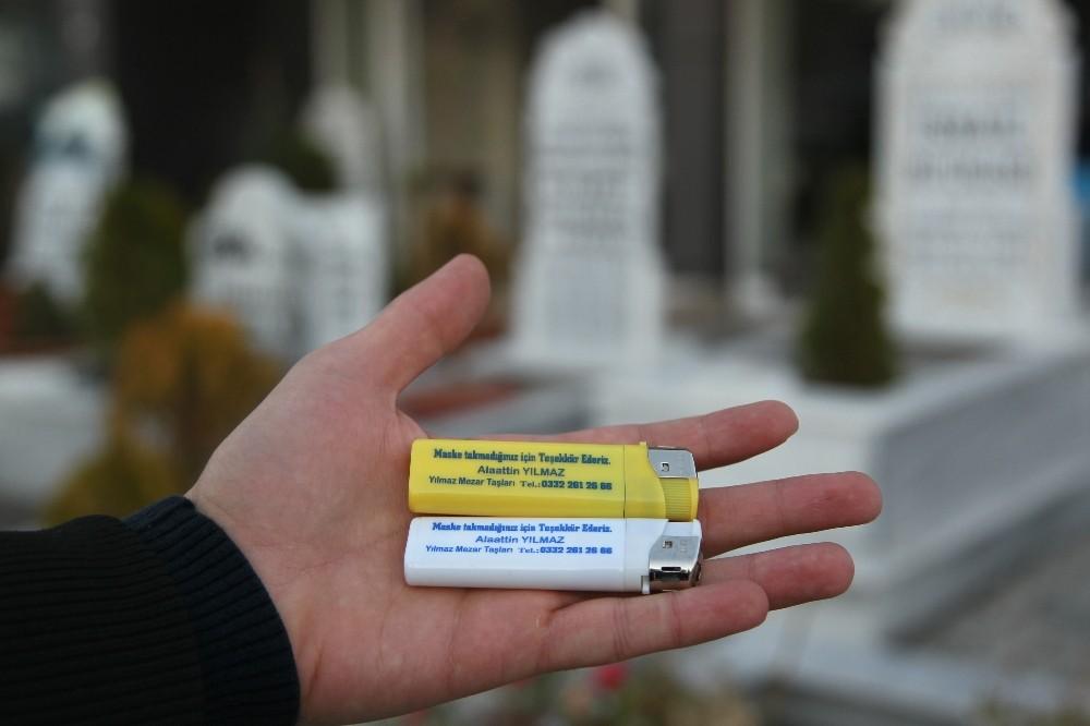 """Mezar taşı ustasından ilginç korona virüs mesajı: """"Maske takmadığınız için teşekkür ederiz"""""""