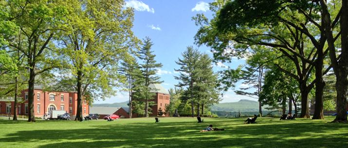 Az egyik alapító intézmény, az Amherst College parkja
