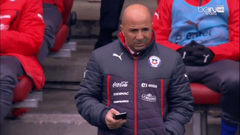 Kann auch kurz vor dem Spiel nicht aufhören damit, sich unsere Videos anzuschauen: Jorge Sampaoli.