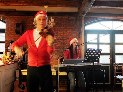 Vio & Lou mit weihnachtlichen Klängen