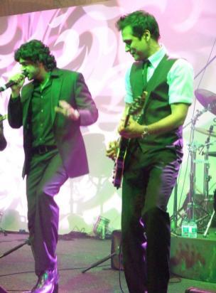 Strings at Shaukat Khanum Charity Fundraiser in Dubai (5)
