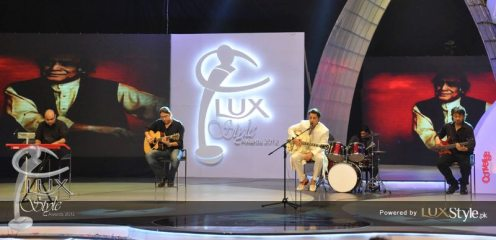 Ali Zafar gave tribute to Mehdi Hassan on LSA 2012