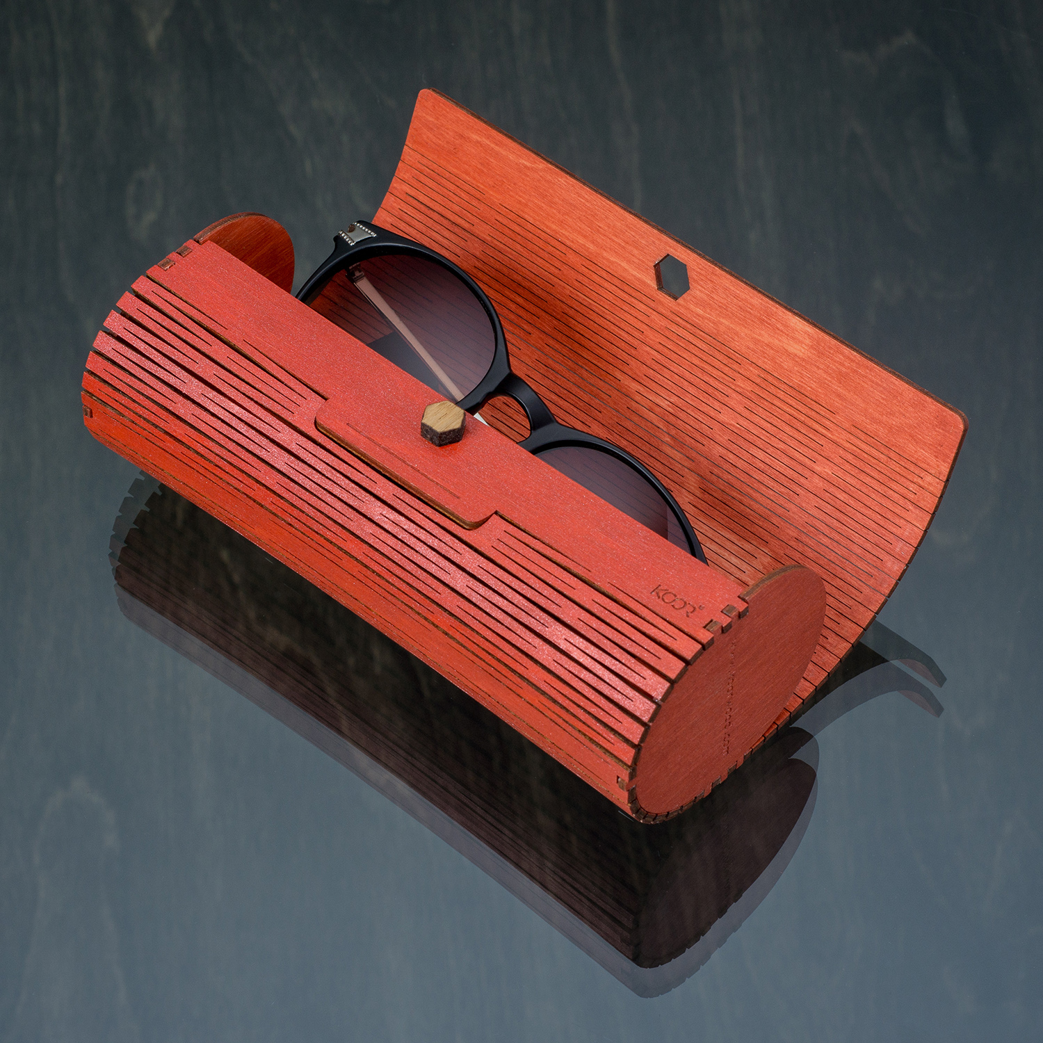 Travel case for eyeglasses