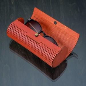 Travel case for eyeglasses