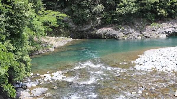 青野原オートキャンプ場の川