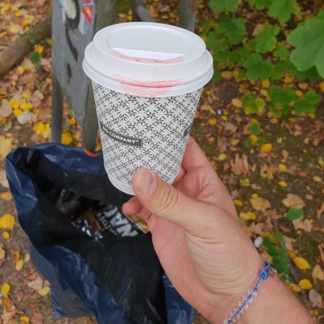 Leerer Kaffeebecher der Bio Company