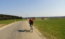Über schmale Nebenstraßen Richtung Bachern