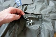 Die Brusttasche mit Klettverschluss