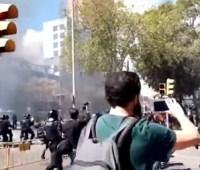 В Барселоне столкнулись сепаратисты и полиция, есть пострадавшие