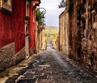 Еще один город на Сицилии начал продавать дома за один евро