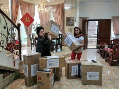 分三批的口罩空运到中国各地