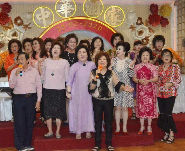 印尼知名女企业家们在马金兰创办的中华酒家同声的说我们大家团结一致,万众一心,祝愿中国早日战胜疫情,武汉加油,中国加油