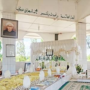 Kakek Rahman, Sudah 52 Tahun Merawat Makam KH. Anang Sya'rani Arif Kampung Melayu