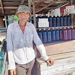 Hanya Pedagang Ini Jual Pertamax Eceran Rp10 Ribu per Liter, Niatnya Ingin Banyak Kawan