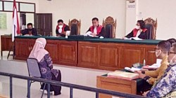 Sidang kasus dugaan penipuan mantan Bupati Balangan, Ansharuddin di Pengadilan Tinggi Banjarmasin. (foto: ist)