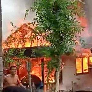Kebakaran Kalsel, Api Berkobar di Desa Tabunganen Batola, 3 Rumah dan 1 Pabrik Padi Hangus