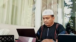 H.Denny Indrayana saat melengkapi permohonan dugaan kecurangan di sidang MK.(foto: ist)