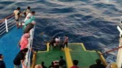 Penumpang kapal feri loncat ke laut. (foto: Istimewa/via beritabali.com)