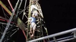 Petugas saat menggagalkan percobaan bunuh diri yang dilakukan seorang pria di Pangkalanbun. (foto: Borneo24/koranbanjar.net)