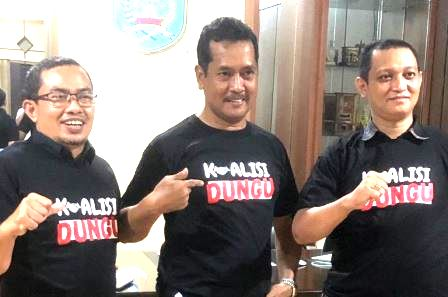 Anggota DPRD Banjar mengenakan kaos Koalisi Dungi. (foto: istimewa)