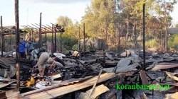 Kebakaran Kalsel terkini di wilayah Kecamatan Gambut, Kabupaten Banjar yang menghanguskan 10 rumah dinas. (foto: leon)
