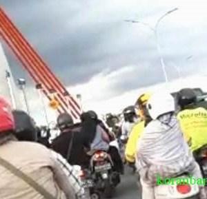 Jembatan Alalak Kalsel Diujicoba Langsung Padat, Warga Banjarmasin Sambut Gembira
