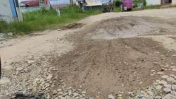 Kondisi jalan H.Anang Maskur rusak parah (foto:koranbanjar.net)